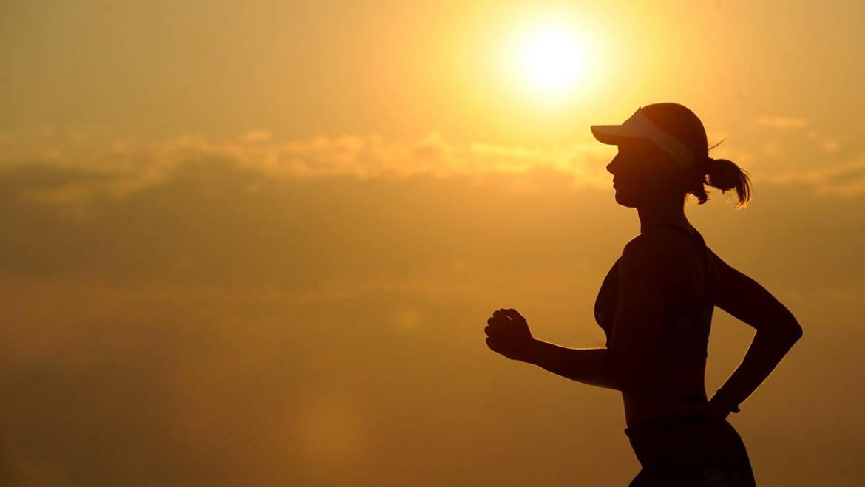 Correre con il caldo: come allenarsi in estate